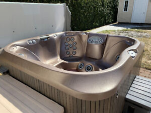 Spa / Hot Tub - Jacuzzi j-345
