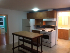 4 1/2 hull with parking, laundry 1+ den or 2 bedroom