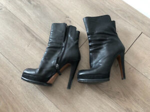 Shoes good condition cheap price