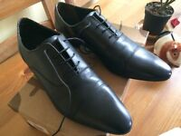 Size 10 black Oxford shoes