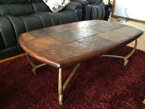 Tables de salon ; bois, ardoise et fonte