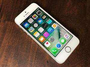Apple iPhone 5S 32GB in Gold Colour, locked to Bell Kitchener / Waterloo Kitchener Area image 1