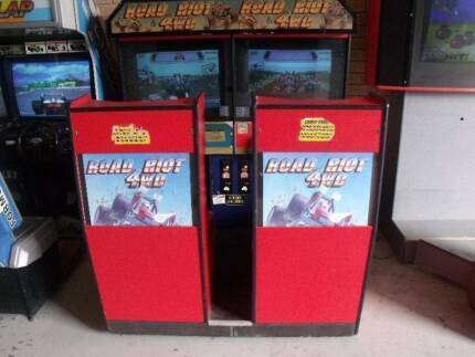 ATARI ROAD RIOT 4WD 2 PLAYER CAR RACING MACHINE MAKE AN OFFER
