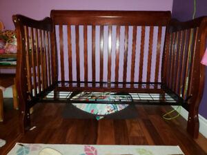 A baby crib that can convert to a toddler bed forsale