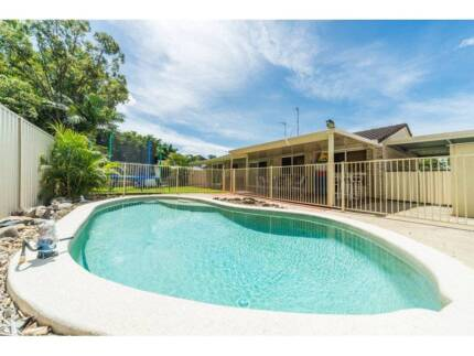BEAUTIFUL BIG ROOM FOR RENT! MUST INSPECT! WALK TO UNI AND SHOPS! Molendinar Gold Coast City Preview