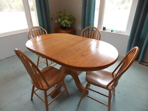 Table, 4 chairs and Hutch