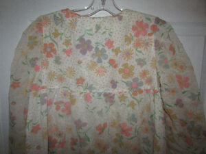 VINTAGE Flocked Floral Lined Long Nightgown Gatineau Ottawa / Gatineau Area image 6