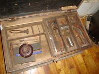 coffre antique annee 1940 a 1950 avec outils comme sur photo