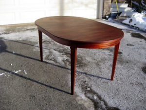 Excellent Refinished Antique /Vintage Mahogany Table. Chairs