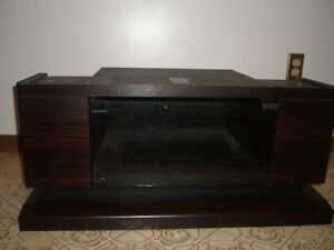 GE 27 inch Entertainment Series PIP Television and TV Stand Belleville Belleville Area image 4