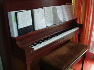 Piano antique datant de 1877.