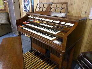 Wurlitzer Theater Style Organ Centura Professional Model 805
