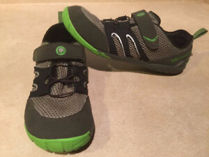 Youth Merrell Vibram Trail Shoes Size 6 London Ontario image 5