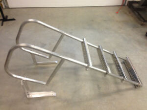 Aluminum dock ladder