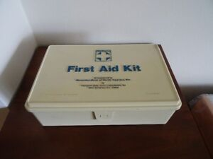 Mercedes full and complete vintage First Aid kit - 900 865 08 50