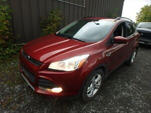 2014 Ford Escape SE / LEATHER/ SUNROOF/ NAVIGATION