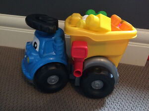 Mega blocks dump truck