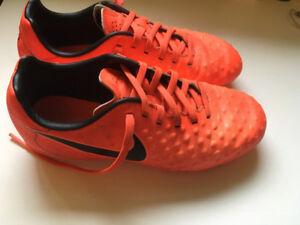 Boys' Size 2 Nike Soccer Cleats