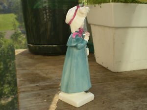 """Royal Doulton Figurine-"""" Carrie """" HN2800-Greenaway Collection Kitchener / Waterloo Kitchener Area image 4"""