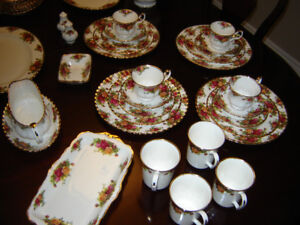 "Set Of Royal Albert ""Old Country Roses"" China for Sale"