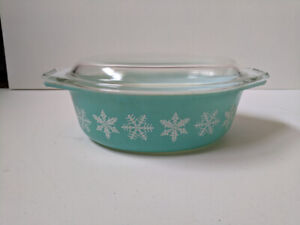 Vintage Pyrex Snowflake blue turquoise with lid