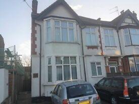 3 bedroom flat in Finchley Lane, London, NW4