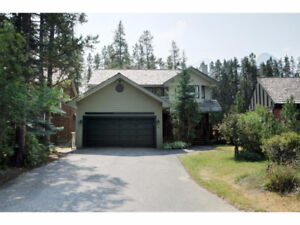 Furnished 4 Bed Family Home - Canmore - Dec 10th to end April