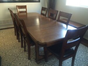 Solid Oak Dining Table and Buffet/Hutch