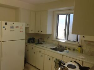 Lakeshore and Parklawn LARGE 2 BEDROOM 1000 Sq Ft