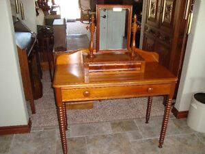EXCELLENT 1800's VICTORIAN WALNUT WASHSTAND