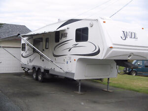 30' 2009 Jazz fifth wheel