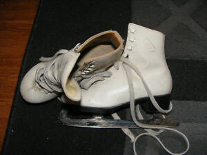 Little Girls size 7.5 skates