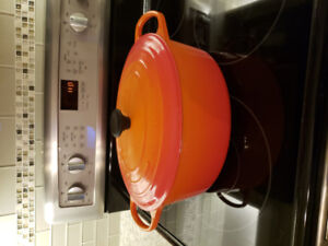 Le Creuset 8.9L. Same size selling for $560.00 at the bay.