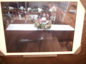 dark brown dining table/// good condition///no chairs