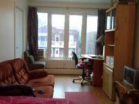 Room in a quiet area.Un lugar tranquilo/ All included,near metro