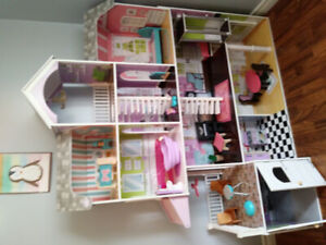 Maison de barbie/ poupée