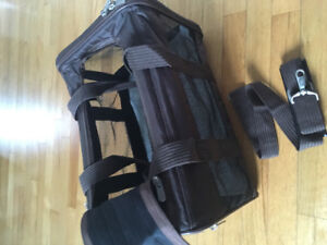 Sherpa original deluxe Pet carrier for travel medium 16lbs