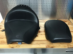 Mustang Wide Studded Touring Seat