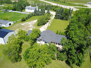 WOODLANDS - HORSE LOVERS PARADISE!! Ref # 1714071
