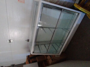 GLASS RETAIL DISPLAY CABINET