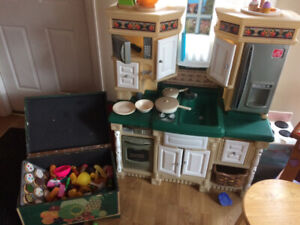 Kitchen with accessories and play food