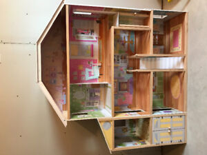 Large 5 ft dollhouse for sale!