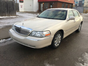 2003 Lincoln Town Car Leather Loaded Luxury Sedan