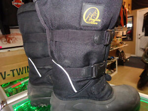 Snowmobile boots in size 10-    recycledgear.ca