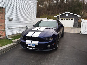 2010 Ford Mustang Leather Coupe (2 door)
