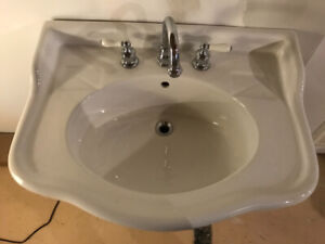 Pedestal bathroom sink with faucet