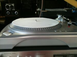 DENON am/fm Receiver with a  turntable & speakers London Ontario image 1