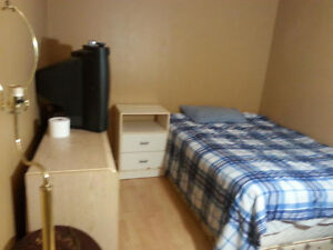 FURNISHED ROOM AVAILABLE FOR RENT TODAY@$200/W, 650/M-DOWNTOWN