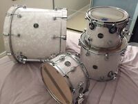 Dw drums performance series kit 22 12 16 white pearl