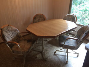 Classic Wood Dining Room Set 5-Piece Wood Set barely used !